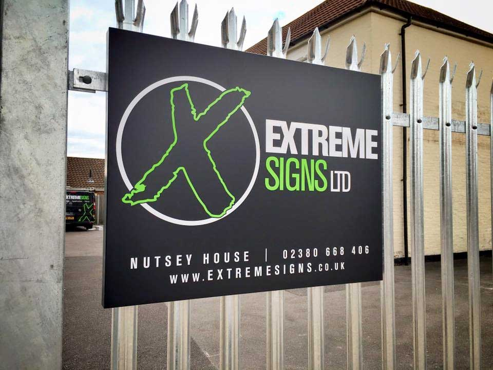 extreme-signs-visual-1